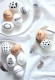 {DIY} Ostereier bemalen - Emma Bee - In weniger als 14 Tagen ist Ostern, eine wunderbarer Zeitpunkt sich langsam um die Osterdekoration - Hoppy Easter, Easter Bunny, Easter Eggs, Spring Decoration, About Easter, Diy Ostern, Easter Holidays, Egg Decorating, Easter Party