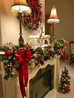 100 Elegant Christmas decor that fits your budget – Ethinify – christmas decorations Diy Christmas Fireplace, Christmas Mantels, Noel Christmas, Christmas Wreaths, Christmas Design, Christmas Ideas, Christmas Living Rooms, Christmas 2019, Christmas Gifts