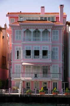 "Pink ""Yali"" house (seaside home) on the Straits of Bosphorus, İstanbul, Turkey."