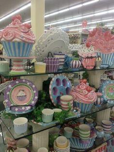 Cupcake love at Hobby Lobby Cozinha Shabby Chic, Muebles Shabby Chic, Shabby Chic Kitchen, Vintage Kitchen, Cupcake Kitchen Decor, Bakery Kitchen, Kitchen Themes, Hobby Lobby Decor, Cupcake Collection