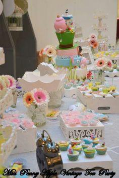 Alice in wonderland tea party Tema scelto dalla Boutique Buonaguidi di Pescia .