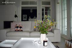 Koti Aurorassa. Livingroom. Wildflowers.