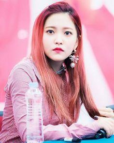 Red Velvet (레드벨벳) Updates — [PHOTO] 170214 SKECHERS
