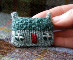 Brooch+Pin+Knit+and+Embroidery+Green+Mist+by+handknittedthings. Inspiración  ~Teresa Restegui~