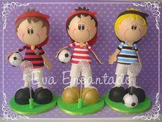 Olá,  Olhem só os meus meninos, que fofos! O desafio foi fazer um mini jogador do Bahia, com rostinho modelado na bola de 50mm. Fiz exatamen...