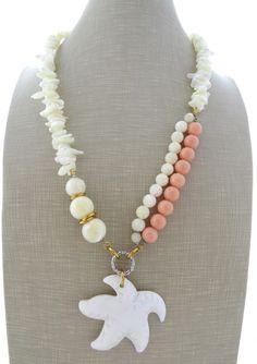 Collana con pendente stella marina madreperla, collier corallo rosa, gioielli pietre dure, bijoux fatti a mano
