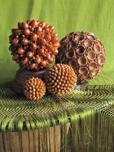 Diy art crafts spheres made of acorns by Decoesferas / Artesanias esferas hechas de bellotas