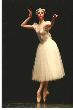 Les Sylphide / Chopiniana costume by Margaret Shore<-- such beautiful softness of line