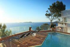 So beautiful views! pool and sea :)