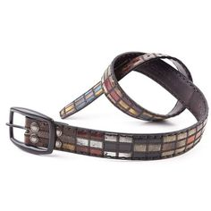 Get this exclusive belt which has been sewed creating small leather pieces of several colors to design a unique belt. The replaceable buckle and its hand stitching process are the added value of this amazing belt.