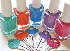 genius! A Bubbly Life: 5 Minute DIY- Color Code Your Keys Nail Polish Keys, Nail Polish Crafts, Nail Art Diy, Diy Nails, Diy Crafts For Home Decor, Key Crafts, Diy Craft Projects, Project Ideas, 25 Life Hacks