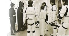 Rare photos of Star Wars behind the scenes. Rare photos of Star Wars behind the scenes. - Interesting - Check out: Star Wars Behind The Scenes on Barnorama Star Wars Episódio Iv, Star Wars Episode 8, Star Wars Art, Episode Iv, Star Images, Star Wars Images, Saga, Happy Star Wars Day, Photos Rares