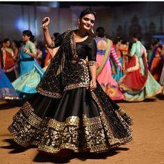 Bandhani Dress, Choli Dress, Choli Designs, Kurta Designs Women, Indian Dresses, Indian Outfits, Dandiya Dress, Chaniya Choli Designer, Navratri Dress