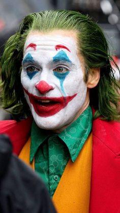 Joaquin Phoenix Films a Dangerous Stunt as The Joker in NYC!: Photo Joaquin Phoenix is getting into the action as The Joker! Joaquin Phoenix, Photos Joker, Joker Images, Joker Iphone Wallpaper, Joker Wallpapers, Iphone Wallpapers, Gotham City, Joker Streaming, Streaming Vf
