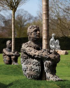 jaume plensa  Garden art - Metal sculpture of a man embracing a tree