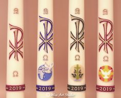 Paschal Candles with Medallions Candle Wax, Pillar Candles, Wax Studio, Wax Art, Mosaic Crosses, Silver Paint, Christmas Mantels, How To Make Ornaments, Art Studios