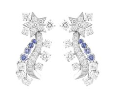 Worn by Kirsten Dunst to the 2014 Met Ball, the Van Cleef & Arpels Serenitatis earrings from the 'Voyages Extraordinaires' collection featuring diamonds and sapphires Moon Jewelry, High Jewelry, Luxury Jewelry, Van Cleef And Arpels Jewelry, Jewelry Design Drawing, Unique Wedding Bands, Color Ring, Star Pendant, Diamond Gemstone