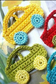 Bebek battaniyesi veye yeleklerine detay [ Great little car appliques, Crochet and knitted trucks ] # # # # - Juanita Burke - Dantel ModelleriBebek battaniyesi veye yeleklerine detay Discover thousands of images about Cevizkabuğu /, This post was di Crochet Car, Crochet Amigurumi, Crochet Crafts, Crochet Toys, Crochet Projects, Diy Crafts, Motifs D'appliques, Crochet Motifs, Crochet Stitches