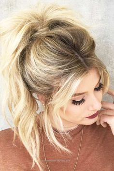 Superb A high ponytail hairstyle looks super pretty. And most importantly, you can wear it for any occasion. So, get familiar with this trend.  The post  A high ponytail hairstyle looks super  ..