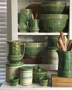 This color❣️Green Yellow Ware pottery bowls, c Mccoy Pottery, Pottery Bowls, Vintage Pottery, Pottery Teapots, Vintage Tupperware, Vibeke Design, Vintage Green, Vintage Bowls, Vintage Kitchenware