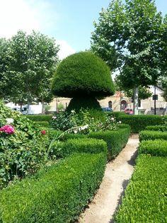 Walking through the magnificient Topiary Garden at Villafranca del Bierzo, Spain - Follow The Camino