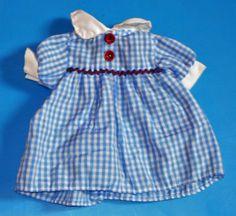 aeltere-Puppenkleidung-Puppenkleid-blau-weiss-kariert