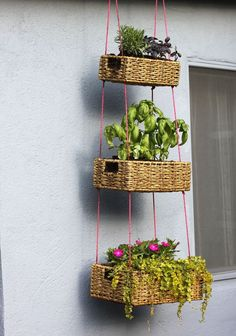 DIY Hanging planters or Shelves can be used indoors and outdoors, which is a good way to use ceiling and wall space. It's not difficult to make your own DIY hanging planters or Shelves, and you can add beauty to your home and garden by giving you a u Hanging Basket Garden, Diy Hanging Planter, Hanging Baskets, Woven Baskets, Planter Ideas, Basket Planters, Hanging Gardens, Wicker Baskets, Diy Planters