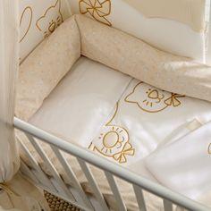 """Passend zur Kollektion """"Cicci & Coco"""" das 3teilige Bettwäsche Set mit Steppdecke, Nestchen und einem Kissenbezug."""