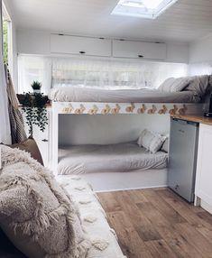 Caravan 13561 Travel Trailer Remodel Ideas - Rv bunk beds at one end of the caravan Caravan Bunk Beds, Caravan Interior Makeover, Remodel, Caravan Bunks, Diy Caravan, Home, Interior, Home Renovation, Home Decor