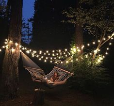 34 Elegant Backyard Hammock Ideas Everybody loves the image of lying in a backyard hammock and enjoying the afternoon breeze, but how often do we … Backyard Hammock, Backyard Trees, Outdoor Hammock, Ponds Backyard, Backyard Patio, Backyard Landscaping, Hammocks, Patio Hammock Ideas, Patio String Lights