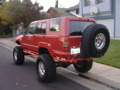 Had Adam Ant modify my Marlin rear bumper to accomodate a spare tire swingout, also holds my Hi-Lift. He also fabbed up some more body protection. Toyota Trucks, Toyota 4runner, Delica Van, 1st Gen 4runner, Winch Bumpers, Jeep Grand Cherokee Laredo, Toyota Land Cruiser, Really Cool Stuff, 4x4