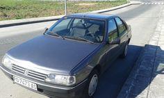 Foto dun coche  Esta obra ten unha licenza Creative Commons Atribución-Non comercial-Compartir igual 4.0 Internacional.