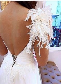Apoletli gelinlik modelleri, omuz detay gelinlik, 2017 gelinlik modelleri, sırtı dekolteli gelinlik, Dai Wedding