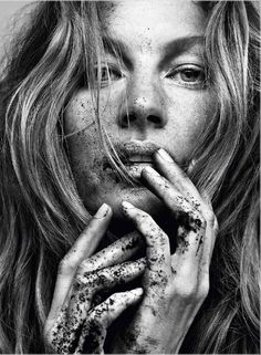 somerollingstone:  Gisele Bündchen by Paulo Vainer for Vogue Brazil May 2015                                                                                                                                                                                 More