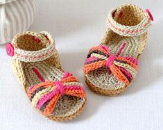 GANCHILLO patrón sandalias de bebé con pequeñas por matildasmeadow