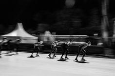 Schaatsers zwart-wit, meetrekken.