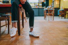 La semelle marron apporte un peu de profondeur à cette paire de sneakers blanches de chez Pied de Biche.  #mode #fashion #menswear #mensstyle #streetstyle #streetwear #lifestyle #mensfashion #fashionblogger #frenchblogger #bloggerstyle #nationalstandard #boost #boostvibes #sneakers #sneakersaddict #sneakersshouts #sneakersheaads #commeuncamion #ootd #styleoftheday #outfitoftheday #casual #footwear #pieddebiche #mensouftit #mensinspiration
