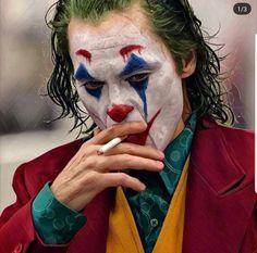 Joaquin Phoenix's Joker Casually Walks Through NYC Subway in Full Clown Makeup as Police Run By Der Joker, Joker Dc, Joker And Harley Quinn, Joker Hd Wallpaper, Joker Wallpapers, Joaquin Phoenix, Dc Comics, Batman Comics, Joker Phoenix