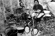 From Bannock Awareness: . Bannock, is common to the diet of virtually all North America's first peoples. The European version of bannock originated in Scotland and was made traditionally of oatmeal. The bannock of Aboriginal people was made of corn. Bannock Bread, Bannock Recipe, Hiking Food, Backpacking Food, Camping Grill, Camping Meals, Mountain Man, Native Foods, Survival Food