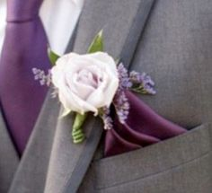 I love the addition of the lavender to the groom/groomsmen flowers! The shape looks so natural and somehow more masculine.