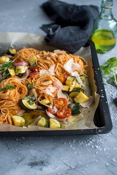 Pasta mit Ofengemüse: Schnelles Sommeressen Pasta with roast vegetables: fast summer dinner Quick Summer Meals, Summer Recipes, Easy Meals, Oven Vegetables, Roasted Vegetables, Pasta Recipes, Salad Recipes, Dinner Recipes, Shrimp Recipes