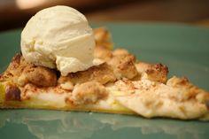 Heb je ooit al van 'metertaart' gehoord? Het is een taart met een bodem van bladerdeeg met daarop pudding en appels, afgewerkt met een laagje gelei. Deze pizzataart is een bijzondere versie hiervan.