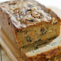 Delicious quick bread recipes for breakfast, brunch or snacking. These quick breads are fast, easy ways to enjoy homemade bread at home without the wait. Quick Bread Recipes, Cooking Recipes, Easy Recipes, Flour Recipes, Delicious Recipes, Diet Recipes, Tasty, Best Zucchini Bread, Nut Loaf