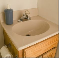 How to Paint a Sink - A Step-by-step tutorial on how to paint an old fiberglass sink; also works on marble and porcelain surfaces too. Easy and inexpensive DIY. Inexpensive Home Decor, Cute Home Decor, Cheap Home Decor, Painting A Sink, Painting Tools, Old Sink, Porcelain Sink, Fine Porcelain, Old Bathrooms