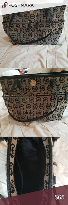 MK purse Used MK purse. 14'L x 10'H x 5'W Michael Kors Bags Satchels