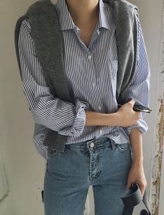 Women S Fashion Dropshippers Usa Info: 8763271679 Blue Striped Shirt Outfit, Outfits With Striped Shirts, Outfits With Hats, Casual Outfits, Knit Fashion, Look Fashion, Daily Fashion, Korean Fashion, Fashion Outfits