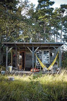 nowandthan: valscrapbook: bohemianshoebox: via tidningenantliv.se HOME - My-House-My-Home Little Cabin, Little Houses, Tiny Houses, Earthship, Casas Containers, Cabin In The Woods, Cabins And Cottages, Tiny Cabins, Backyard