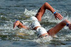 La natation longue distance recouvre toutes les manifestations de natation qui se déroulent en eau libre. Dans les rivières par exemple, les lacs et en mer (d'où le terme « nage en eau libre »). On distingue quatre catégories : – moyenne distance (jusqu'à 5 km) – longue distance (jusqu'à 15 km) – ultra longue [...]