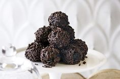 Afters - who can resist a bit of chocolate with coffee? These chocolate rum balls are spiked with dark rum and are just the right size for a nibble. Christmas Food Gifts, Christmas Dishes, Christmas Desserts, Christmas Baking, Christmas Cookies, Christmas Lunch, Xmas Gifts, Christmas Presents, Cooking Art