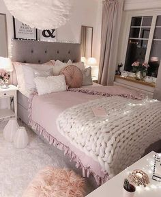 Chambre glamour, chambre cocooning и deco chambre ados. Pink Bedroom Decor, Romantic Bedroom Decor, Stylish Bedroom, Teen Room Decor, Room Ideas Bedroom, Cozy Bedroom, Dream Bedroom, Modern Bedroom, Master Bedroom